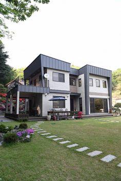 주택 전경: 한다움건설의 전원 주택 Container Buildings, Modern House Design, Townhouse, Architecture Design, House Plans, Exterior, Mansions, House Styles, Outdoor Decor