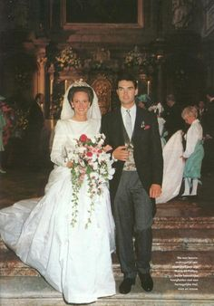 carolathhabsburg:  Wedding of Duchess Marie Caroline of Bavaria, second daughter of Duke Max and Duchess Elisabeth of  Bavaria, and Duke Philipp of Wurttemberg, son of Duke Carl of Württemberg and Princess Diane of Orléans, June 28, 1991