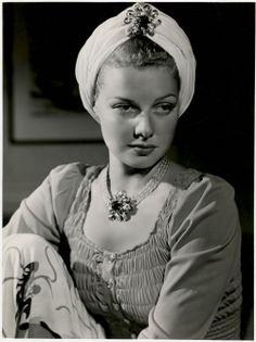 Ann Sheridan Fan Club, great actress, & beautiful too!