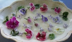 Crystallized edible flowers