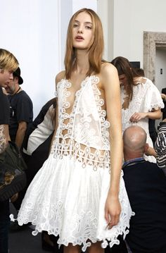 Chloé at Paris Fashion Week Spring 2015 - Backstage Runway Photos Denim Fashion, Love Fashion, Runway Fashion, High Fashion, Fashion Show, Fashion Design, Paris Fashion, Moda Hippie, Street Style