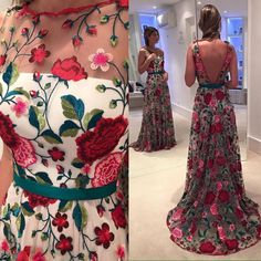 Vestido de gala Party Dress Outfits, Gala Dresses, Formal Dresses, Flower Dresses, Pretty Dresses, Beautiful Gowns, Indian Dresses, Dream Dress, Designer Dresses