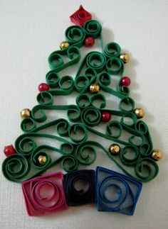 Quilled Christmas tree w/gifts