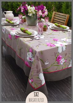 Çiçek desenli, keten örtülerle sofralarımız daha eğlenceli!  İletişim için; (0212) 294 52 52 Linen Tablecloth, Linen Napkins, Table Linens, Tablecloths, Bed Cover Design, Vintage House Plans, Diy Candles, Table Covers, Diy Art