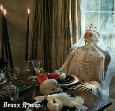 Beaux R'eves: Haunted Dining Room -  This is a MUST see. Fantastic decorating job!