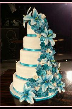 bruidstaart mooi wit en blauw!!! van Mcakeshilversum :-) www.mcakeshilversum.nl