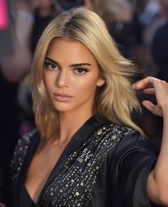 The makeup products that Kendall Jenner uses – My hair and beauty Kendall Jenner Outfits, Kendall And Kylie Jenner, Kendall Jenner Blonde Hair, Kendall Jenner Modeling, Kendalll Jenner, Kardashian Jenner, Le Style Du Jenner, Models, Mannequins