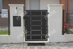 Cancelli moderni in acciaio e ferro battuto - Vicenza Gate House, Iron Gates, Gate Design, Fence, Lawn, Garage Doors, Sweet Home, New Homes, Exterior