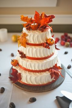 Fall Wedding Cakes with Leaves | http://simpleweddingstuff.blogspot.com/2014/06/fall-wedding-cakes-with-leaves.html