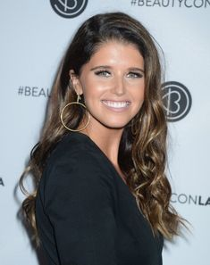 Mandatory Credit: Photo by Broadimage/REX/Shutterstock Katherine Schwarzenegger Beautycon Festival Los Angeles, Arrivals, USA - 12 Aug 2017 2017 Beautycon Festival LA Celebrity Crush, Celebrity Style, Katherine Schwarzenegger, Maria Shriver, Non Blondes, Anna Faris, Face Framing, Chris Pratt, Beautiful Celebrities