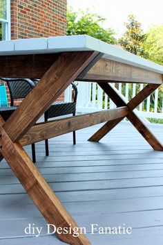diy Design Fanatic: Pottery Barn Inspired Picnic Table.  Step-by-Step Instructions from Ana White http://www.diydesignfanatic.com/2013/05/how-to-make-wood-planter-box.html