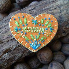 Accessoire unique! bijou de bouton bohème folk, toile et feutrine brodée orange et turquoise