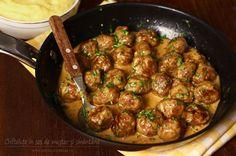 Preparare Chiftele marinate, reteta ca la mama 7 Romania Food, Meat Recipes, Cooking Recipes, Ginger Salmon, Good Food, Yummy Food, Pizza Bites, Dinner Dishes, Saveur