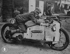 rhubarbes:  Gun Bike, 1929 / by BASSMAN'S WORKSHOP. (via BASSMAN'S WORKSHOP: Gun Bike, 1929)