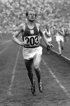 Emil Zatopek won gold in the 1948 London Games, where he bought two gold rings for his fiancée, Dana Zatopkova, who finished seventh in the javelin. Olympic Games Sports, Olympic Gymnastics, Gymnastics Quotes, Emil Zatopek, Long Distance Running Tips, Running Race, Kids Running, Marathon Running, Sports Personality