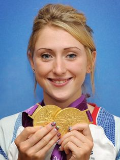 Laura Trott, the rising star of British cycling, poses with her two gold medals. Rio Olympics 2016, Summer Olympics, Victoria Pendleton, Fencing Sport, Olympic Gold Medals, Team Gb, Cargo Bike, Sporty Girls, Female Athletes