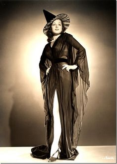 Classic Hollywood actress Lucia Carroll, vintage Halloween witch pin-up girl photo Retro Halloween, Halloween Fotos, Halloween Pin Up, Vintage Halloween Photos, Halloween Images, Vintage Photos, Halloween Costumes, Witch Costumes, Happy Halloween