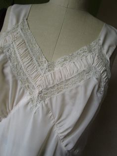 Delicate Art Deco Night Gown Vintage 1930s by FabulousVintageHats