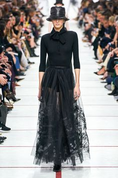 Prêt-à-porter di Christian Dior Herbst / Inverno - Sfilate di moda Christian Dior Herbst/Winter 2019 Ready-to-Wear - Fashion Shows Daily Fashion, Look Fashion, Fashion Show, Autumn Fashion, Fashion Design, Style Couture, Dior Couture, Couture Fashion, Runway Fashion
