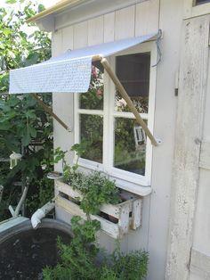 ...dieses Mal beim Dach vom Gartenhaus,  jaes ist endlich fertig!!!!!           Das Dach aus unbehandelten Lärchenholz-Fassadenbrettern... (allotment ideas)