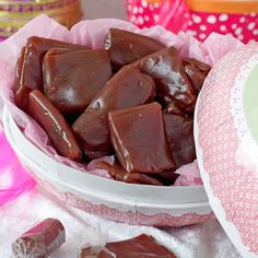 Hallonkolor med turkisk-peppar Christmas Treats, Christmas Baking, Baking Recipes, Cake Recipes, Candy Cookies, Swedish Recipes, Homemade Candies, Fudge, Tapas