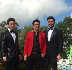 IL VOLO performed songs from Buon Natale #DisneyWorld ♡