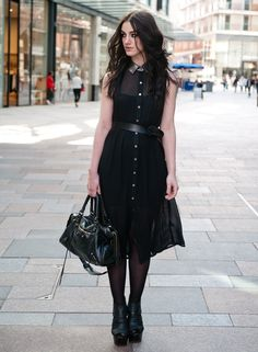 Средней длины платье-рубашка с отделкой топа из прозрачной ткани