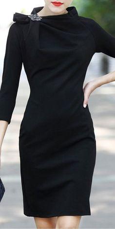 Cómo combinar un vestido negro - Outfit vestido negro 😍Clique na foto e confira como ter as melhores Roupas de Marcas Originais a preço de liquidação perfumes ,maquiaquens, celulares roupas de grife etc quer saber mais #moda etc…click neste pin#vestidos estilosos festa preto#vestidos estilosos #vestidos estilosos longo