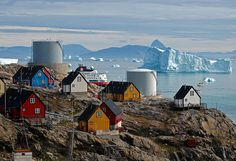 Uummannaq, North Greenland by _Zinni_ on flickr  Stunning landascape, very nice colors.