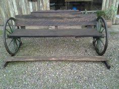 Banco com roda de carroça madeira de demolição