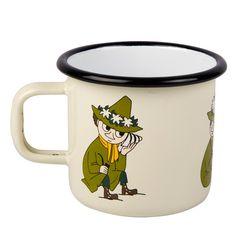 This cream-colored Snufkin mug is easy to use and durable. Make the Moomin characters a part of your everyday life. Muurla combines design with durability in this retro enamel mug.