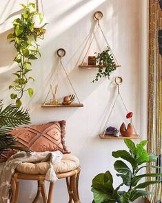 57 inspiring cozy apartment decor on a budget 26 – Living room Diy Wand, Diy Hanging Shelves, Yarn Wall Hanging, Hanging Plants, Plants Indoor, Shelves For Plants, Outdoor Plants, Hanging Baskets, Outdoor Decor