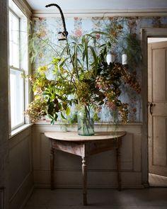 Inside John Derian's Provincetown Home Natural Home Decor, Cozy House, Decoration, Floral Arrangements, Flower Arrangement, Planting Flowers, Home And Garden, Design Inspiration, Elsa