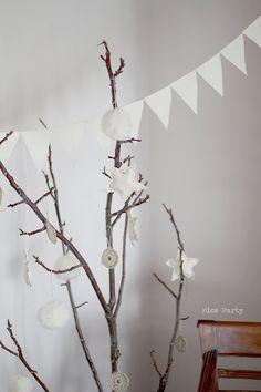 Rustic white garland. €13.00, via Etsy.