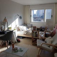 minimalist storage ideas for your small bedroom 46 Deco Studio, Appartement Design, Minimalist Room, Aesthetic Room Decor, Cozy Room, Dream Rooms, My New Room, House Rooms, Interior Design Living Room