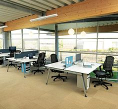 Sense desks by Herman Miller, Sense office table. Desk Dividers, Office Workstations, Open Office, Office Table, Desk Ideas, Herman Miller, Office Interiors, Open Plan, Desks