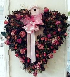 WREATHS:: VALENTINE'S DAY, LOVE, PINK, ROSES || Dishfunctional Designs: Valentine's Day Wreaths: Ideas & Beautiful Inspiration
