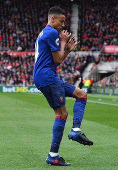 But without his mate Paul Pogba on the pitch, Jesse Lingard had to adopt a new celebration Jesse Lingard Celebration, Ibrahimovic Wallpapers, Manchester United Wallpaper, Paris Saint Germain Fc, Football Is Life, Pure Football, Premier League Goals, Marcus Rashford, English Men