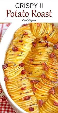 potato recipes The crispy potato roast with thinly sliced and seasoned potatoes - A beautiful and unique way to serve potatoes - great for holidays, or to make a regular day feel like one. Seasoned Potatoes, Crispy Potatoes, Roasted Potatoes, Russet Potatoes, Sliced Potatoes, Roasted Bacon, Shredded Potatoes, Hasselback Potatoes, Potatoes Au Gratin