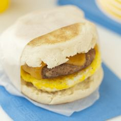 The perfect breakfast sandwich for this weekend's football tailgate! The Tailgater's Egg McMuffin
