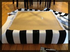 Transformer une table basse. IKEA LACK en pouf. clemaroundthecorner tuto.