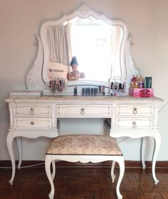 44 Trendy Ideas for makeup storage ideas beauty room dressing tables drawers Good Makeup Storage, Makeup Storage Drawers, Closet Storage, Storage Cabinets, Wall Storage, Bedroom Dressing Table, Dressing Tables, Vintage Makeup Vanities, Vanity Table Vintage