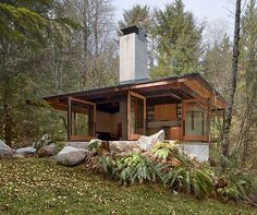 Compact River Cabin Design in Washington - This small cabin encompasses just 600 sq., but packs a big punch in this compact space. With a kitchen, living room, two bedrooms and a bathroom, all the necessities have accounted for. I want a tiny house! Cabin Design, Small House Design, Ideas De Cabina, Casas Containers, Concrete Wood, Concrete Fireplace, Poured Concrete, Little Cabin, Amazing Buildings