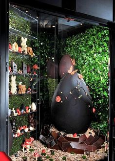 L'Atelier de Joël Robuchon at MGM Grand Celebrates Easter with Extraordinary Chocolate Display
