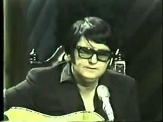"""""""Pretty Paper"""" - Roy Orbison (1970) Acoustic performance with Johnny Cash"""