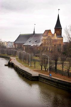 Welcome to Kaliningrad! Photos by Ricardo Marquina Montañana. It was renamed Kaliningrad after the Second World War. The Königsberg fortress founded by the Teutonic Knights in the year 1255 on the key point mount in the mouth of the Pregel River fallen into the Baltic Sea has spread out very quickly. Three separate settlements Altstadt, Kneiphof and Löbenicht arose around it.