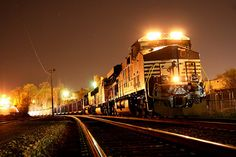 Coal night train by Norfolk Southern, with a General Electric diesel on the point. Southern Trains, Railroad Photography, Travel Photography, Southern Railways, Norfolk Southern, Night Train, Train Pictures, Engin, Old Trains