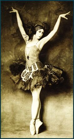 Felia Doubrovska in the title role of The Firebird - 1926 - Sergei Diaghilev's Ballets Russes - New York Public Library for the Performing Arts - @~ Mlle