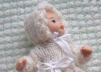 how to: knit a baby bonnet for a 1:12th scale baby doll