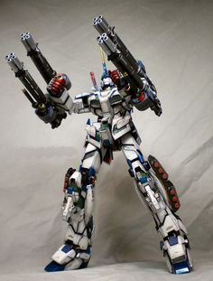 Awesome Unicorn partial armor Gundam! to me looks like heavy arms mashed with unicorn, i mean the idea